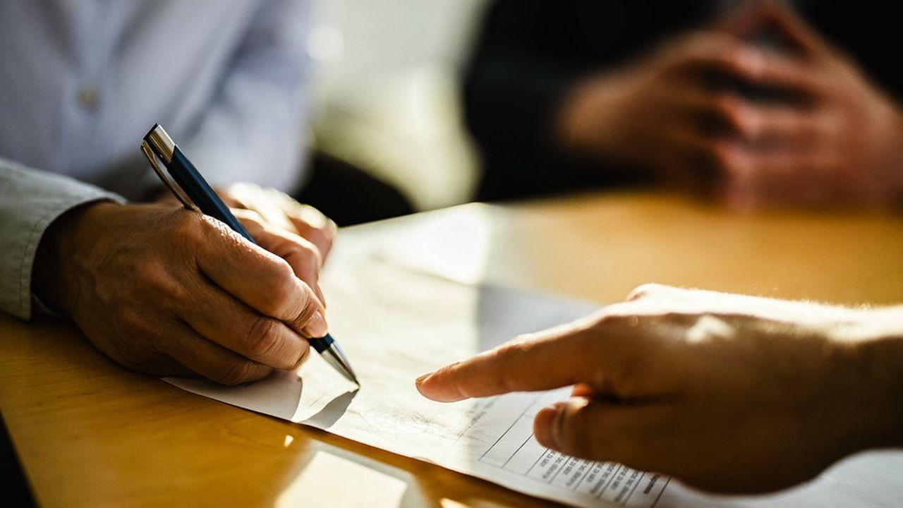 C'est à l'assuré d'être proactif. S'il veut changer de contrat, il doit rédiger un courrier spécifiant l'immatriculation du contrat d'origine et l'adresser à l'intermédiaire.