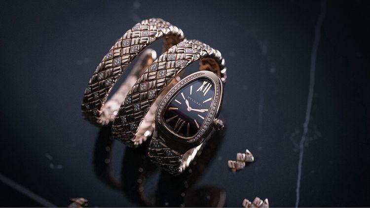 Chez Bvlgari, 2021 met les femmes à l'honneur avec plusieurs modèles dont cette Serpenti Spiga, en céramique et diamants.