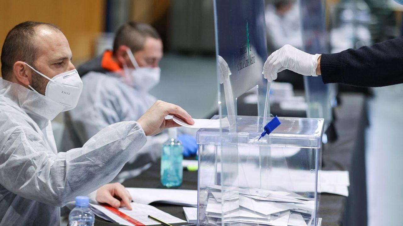 Les indépendantistes confirment leur majorité malgré la victoire du PS