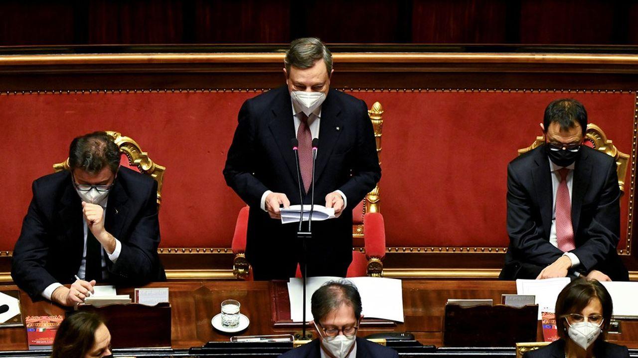 Le nouveau président du Conseil italien, Mario Draghi, entourés de ses ministres au Sénatmercredi.