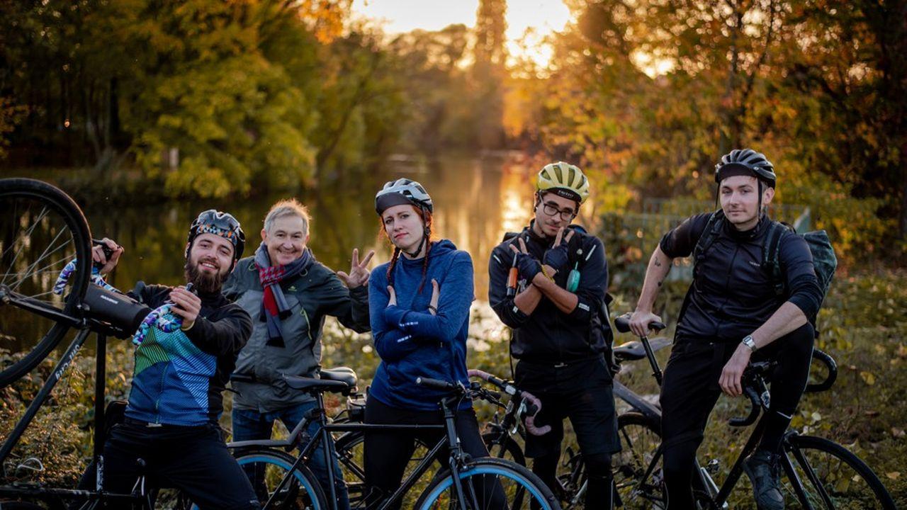 Au sein des services de livraison de repas locaux, des bikers, la première génération de coursiers qui aiment le vélo. Ici l'équipe de Kooglof ! qui vient de se lancer à Strasbourg.