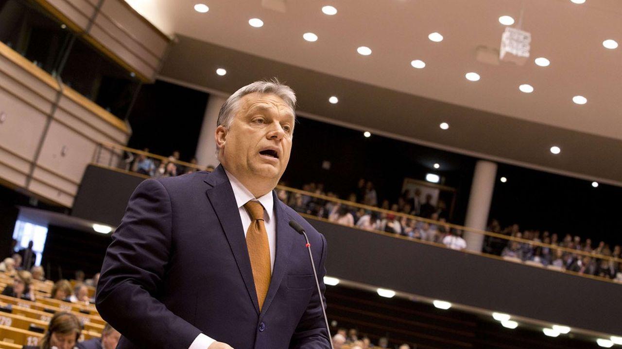 Le Premier ministre hongrois, Viktor Orban, s'adressant aux députés du Parlement européen lors d'une séance plénière, le 26 avril 2017.