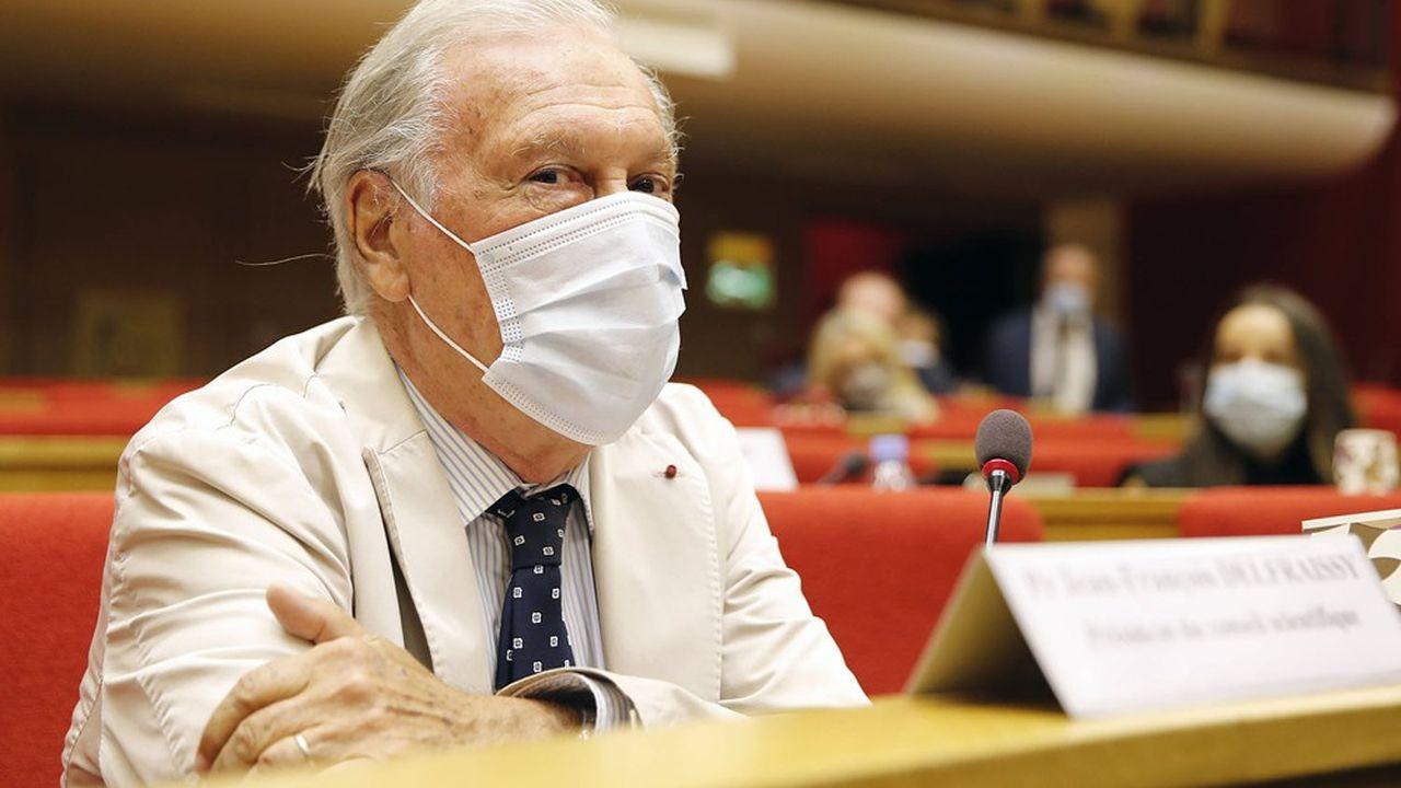 Une immunologue, une pédopsychiatre, un médecin chef de pôle gériatrie et un vétérinaire viennent renforcer les rangs du Conseil scientifique, présidé par Jean-François Delfraissy.