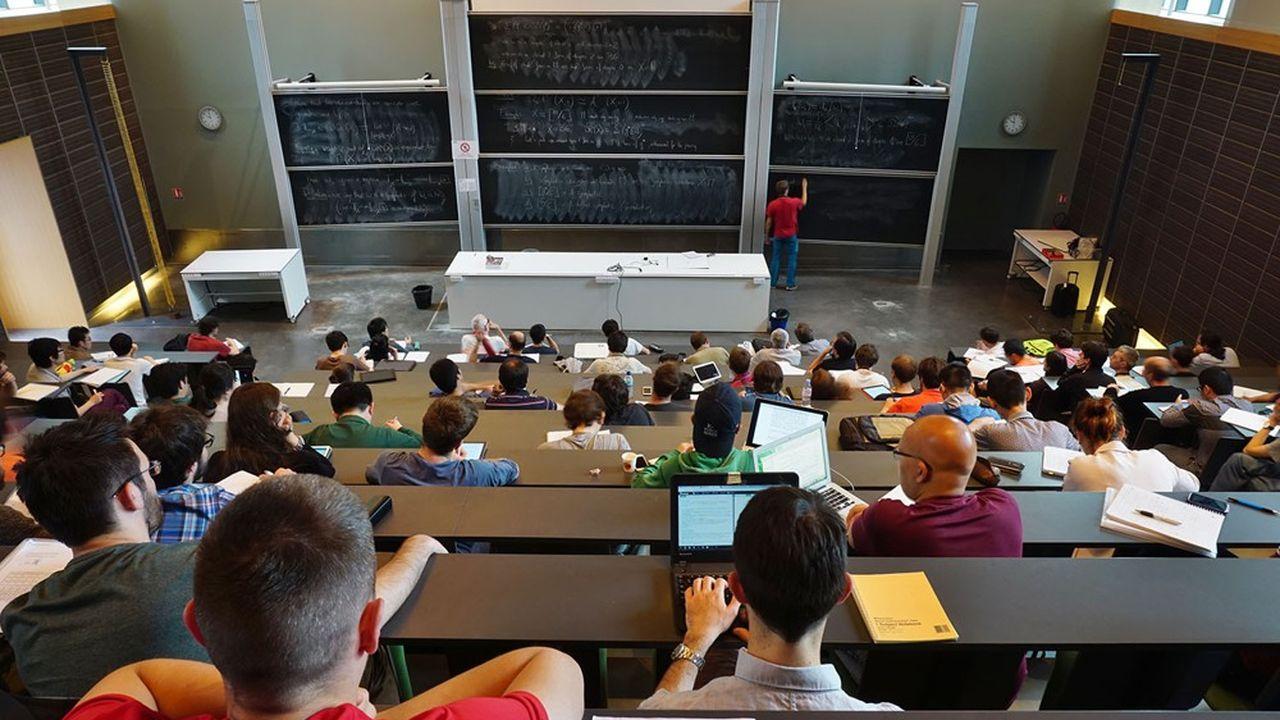 «La première dizaine d'écoles classées, très actives à l'international, pourrait être très touchée par une baisse» du nombre d'étudiants étrangers, admet-on à la Conférence des grandes écoles.