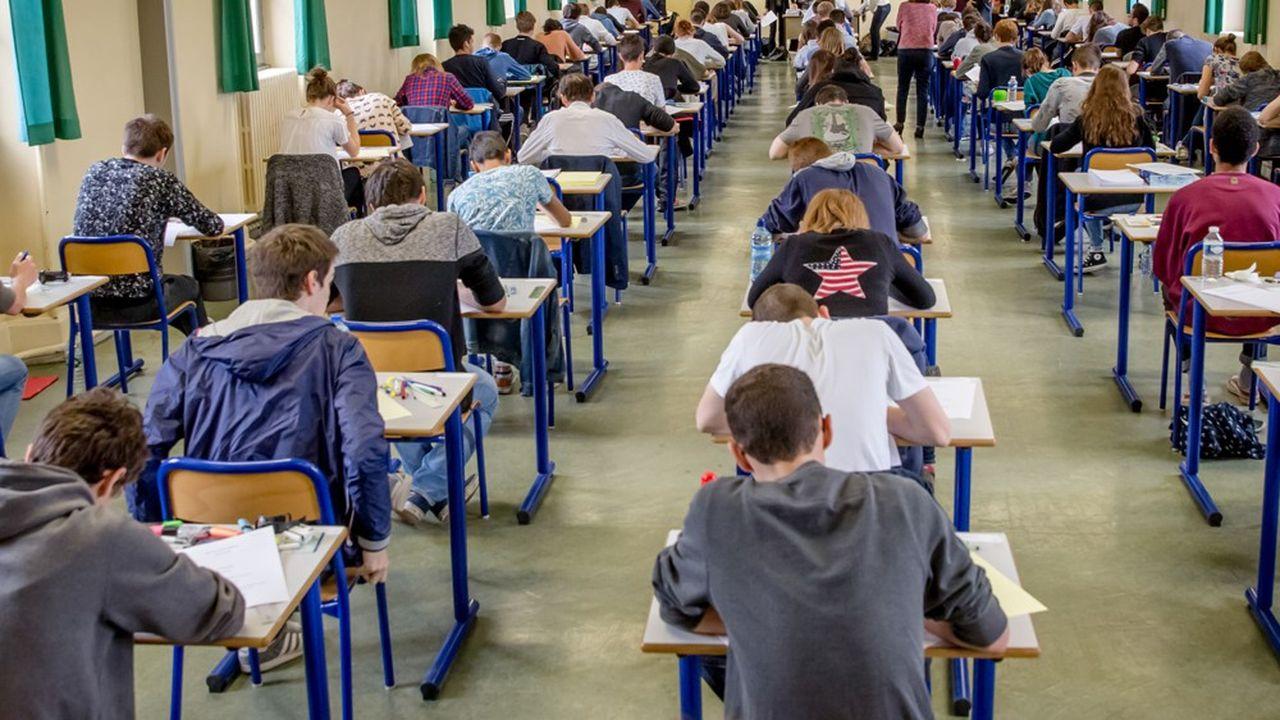 Au concours des écoles de commerce, l'idée d'une double barre d'admissibilité pour les candidats boursiers fait son chemin.