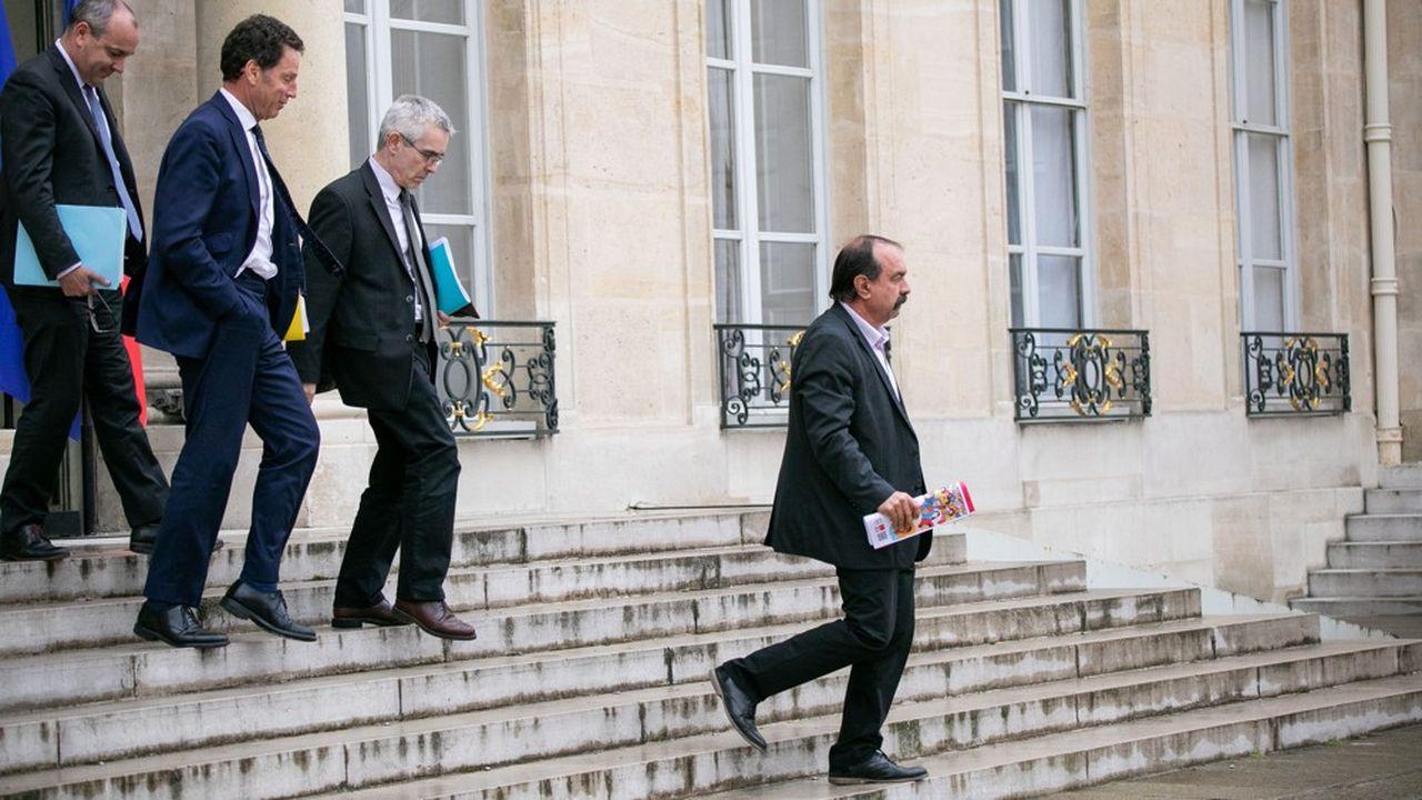 Laurent Berger (CFDT), Geoffroy Roux de Bezieux (Medef), Yves Veyrier (FO) et Philippe Martinez (CGT) le 4juin 2020, sortant d'une réunion à l'Elysée.