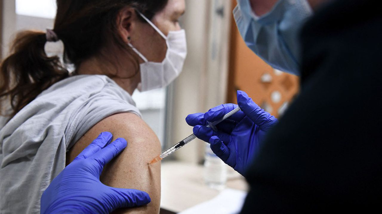 La moitié Est de la France a reçu plus de vaccins, mais c'est aussi là où le taux d'incidence est le plus fort.