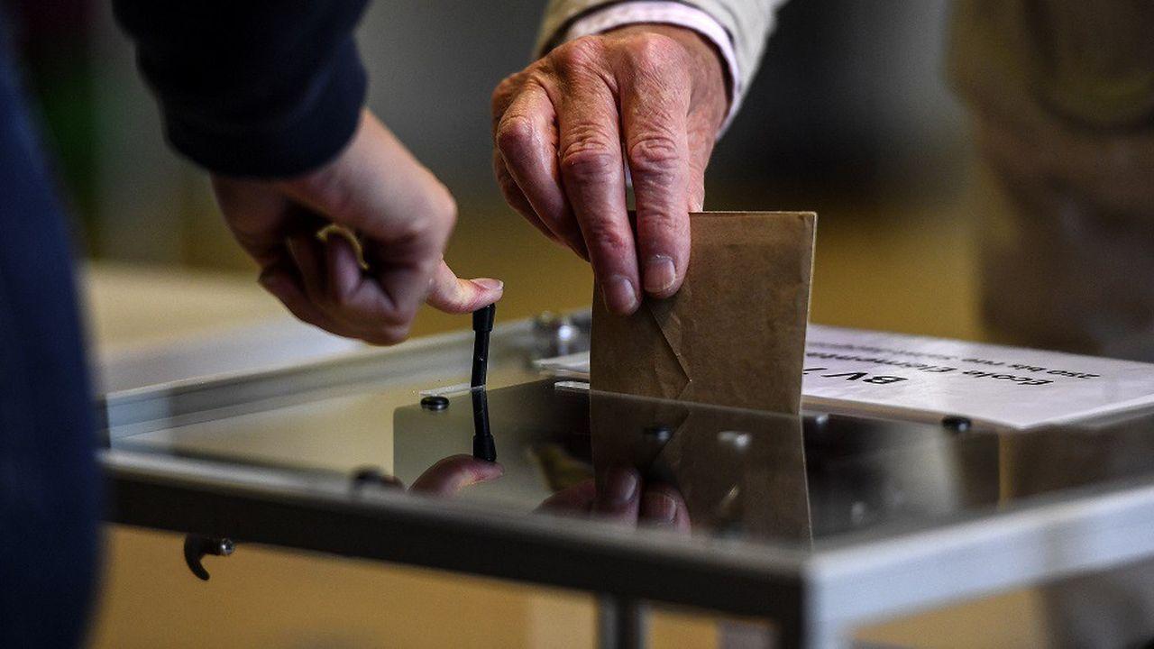 L'amendement gouvernemental prévoyait de pouvoir voter durant la semaine précédant le scrutin présidentiel.