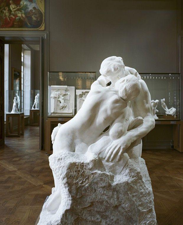 « Le Baiser » de Rodin, oeuvre phare du sculpteur expliquée aux enfants.