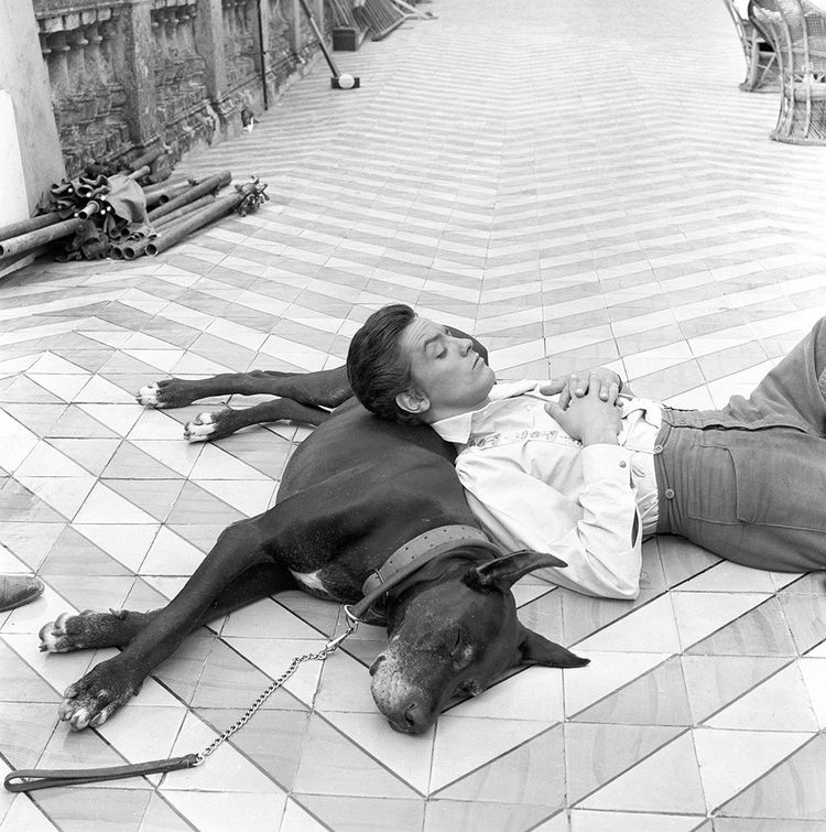 Alain Delon lors d'une pause pendant le tournage du «Guépard» de Luchino Visconti.