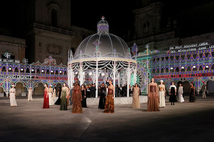 Le défilé Dior Croisière, à Lecce, dans les Pouilles, le 22 juillet 2020. © Alessandro Garofalo