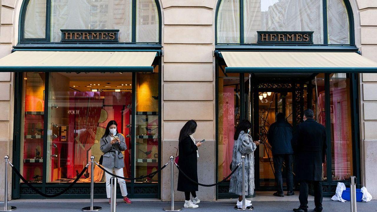 Dès la réouverture des magasins Hermès, partout dans le monde, la clientèle est revenue en nombre.