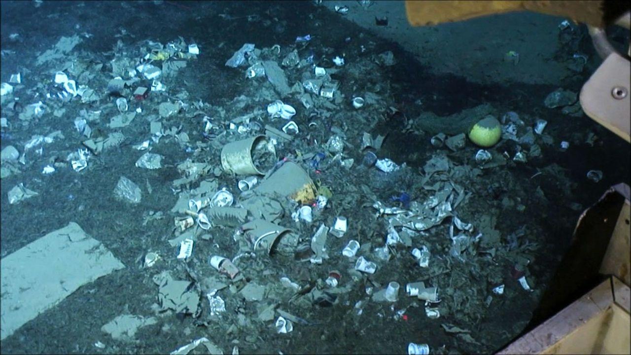 La Méditerranée est la mer la plus touchée par la pollution plastique au monde. La densité des débris gisant sur ses fonds peut y atteindre un million de fragments par kilomètre carré. Ci-dessus, une photo prise au large de la Côte d'Azur.
