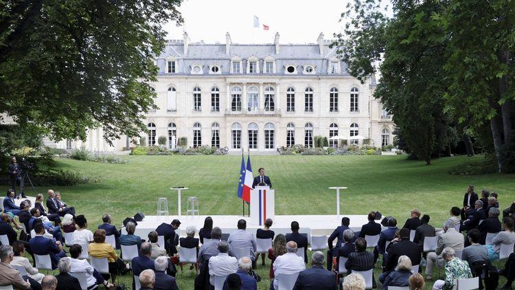 Emmanuel Macron et les 150 citoyens de la CCC.