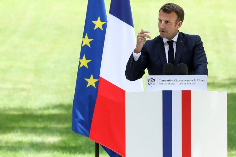 Emmanuel Macron prononce un discours lors d'une réunion avec les membres de la Convention des citoyens sur le climat, le 29juin 2020.