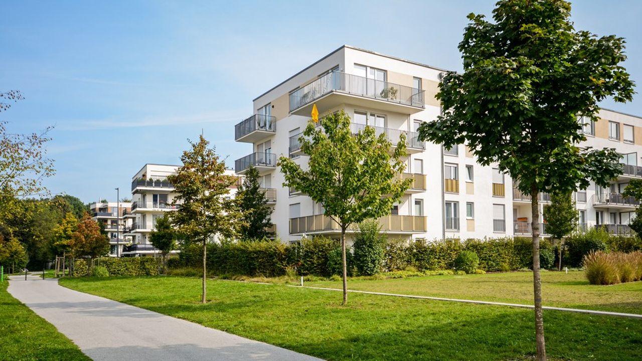 Le Grand Paris - privilégié par les investisseurs - clôture l'année avec la plus forte hausse des prix du neuf (+13,9%) et détient le record national du prix moyen au mètre carré (7.075 €/m²).