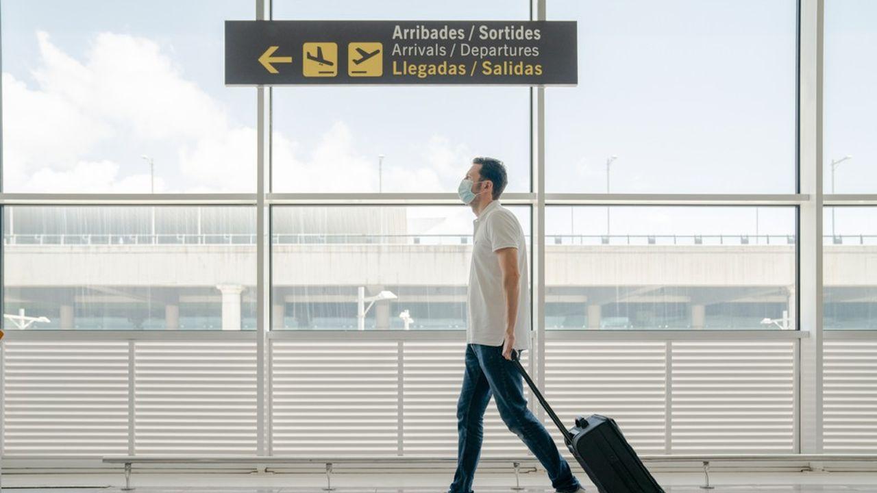 Après les masques, les certificats sanitaires sont devenus indispensables pour voyager.