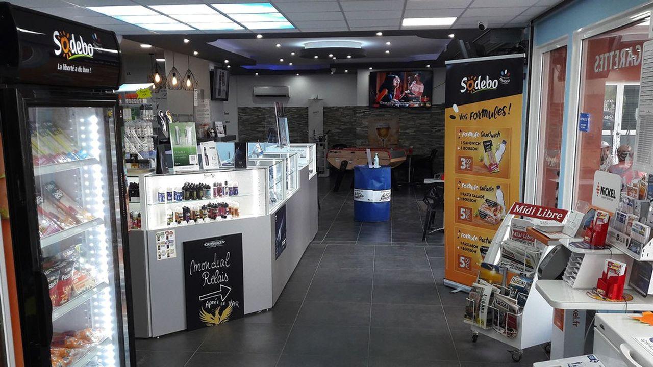 La vitrine réfrigérée présentant les produits frais de Sodebo avec ses formules.