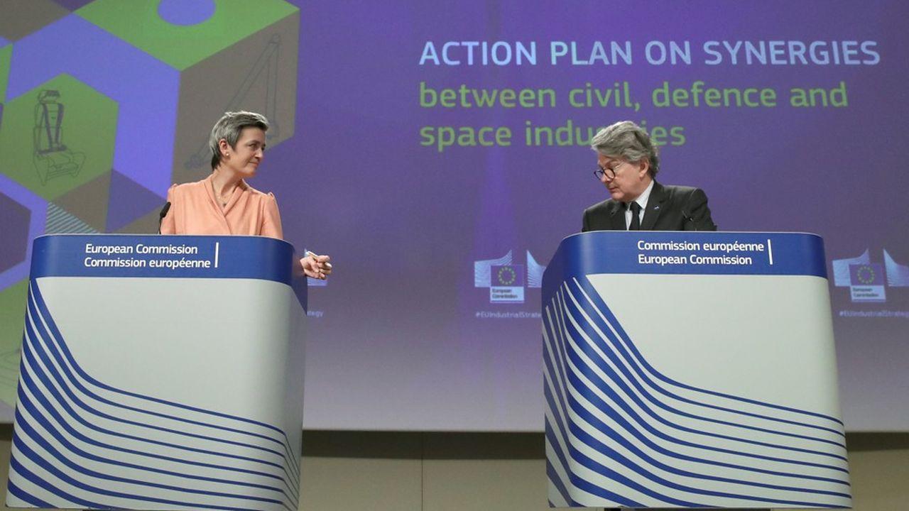 La vice-présidente de la Commission, Margrethe Vestager, aux côtés du commissaire au Marché intérieur, Thierry Breton, lors de leur conférence de presse, lundi 22février.