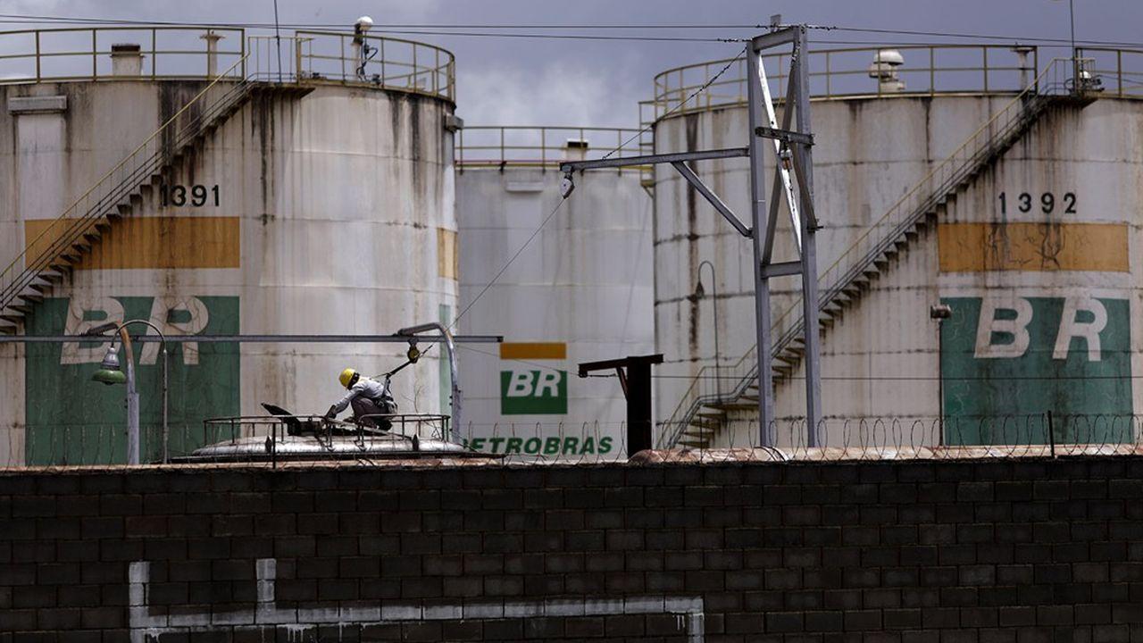 Le limogeage du patron de Petrobras par le président Bolsonaro a fait plonger le cours du groupe, entraînant dans sa chute la Bourse deSão Paulo.