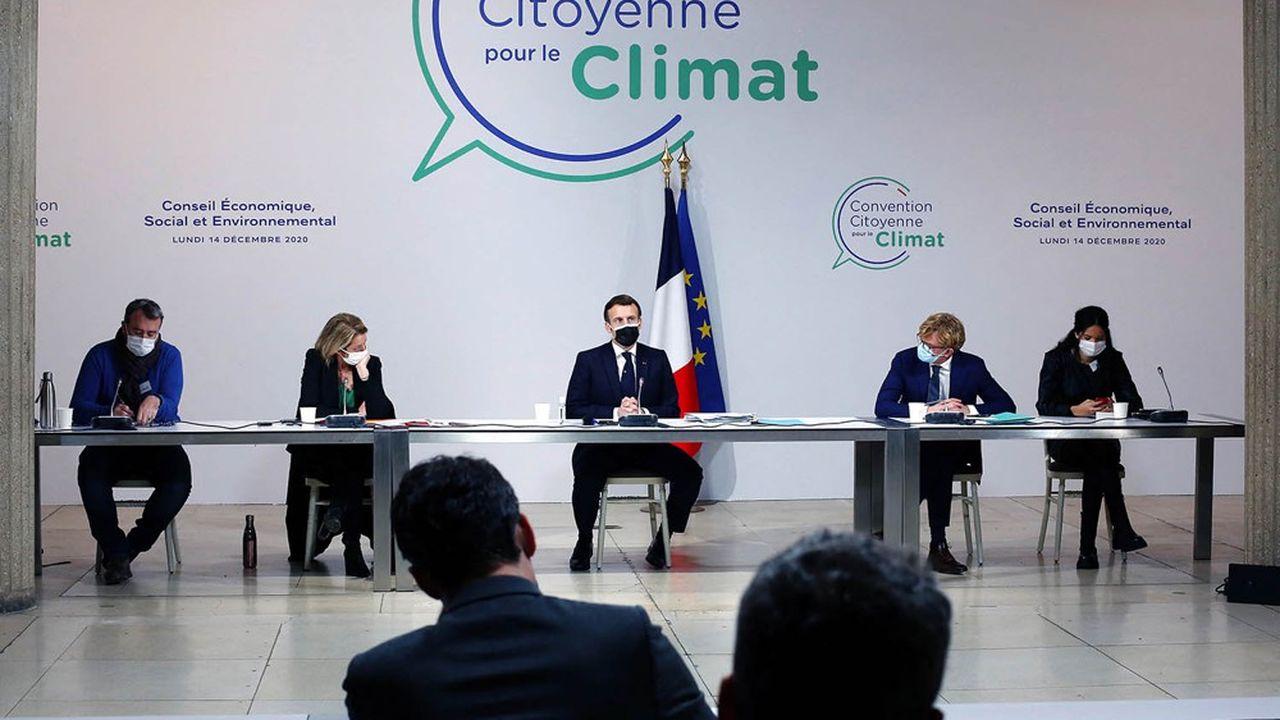 Emmanuel Macron, lors d'un échange avec les membres de la Convention citoyenne pour le Climat en décembre2020.