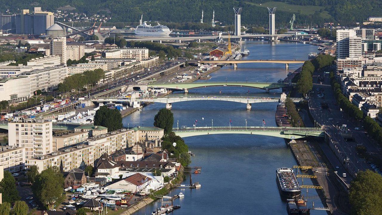 Cette autoroute à péage de 41 kilomètres doit relier l'A28, au nord de Rouen, à l'A13 au sud.
