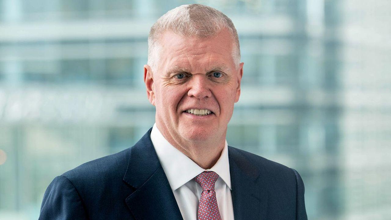 «Nous sommes essentiellement en train de réduire le montant de capital que nous investissons dans nos activités de global banking et de marché au niveau mondial et réinvestissons ce montant dans la gestion de fortune et la banque commerciale», a résumé le directeur général de HSBC, Noel Quinn.