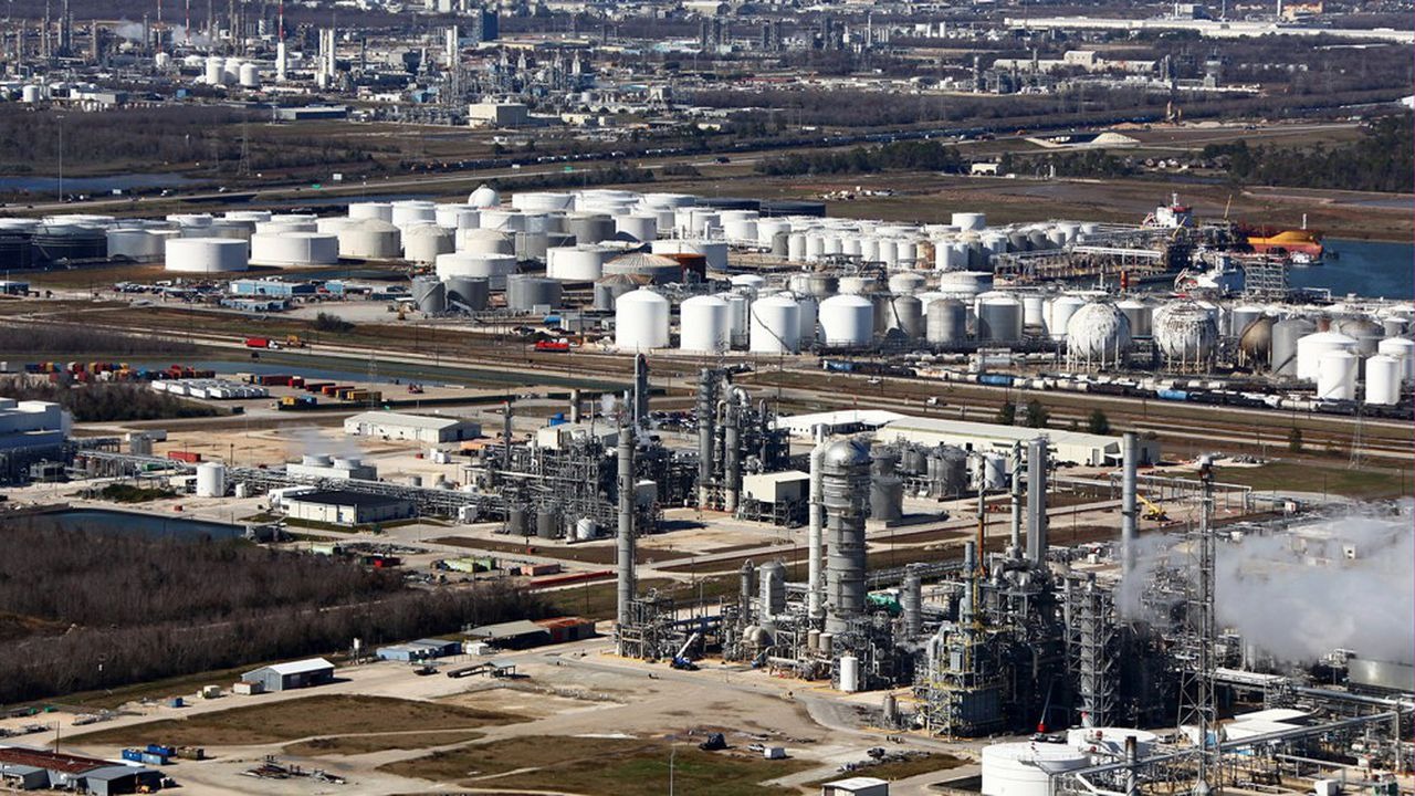 La mise à l'arrêt de nombreux sites pétrochimiques au Texas suite à la vague de froid risque d'aggraver le déséquilibre entre l'offre et la demande mondiales de matières plastiques.