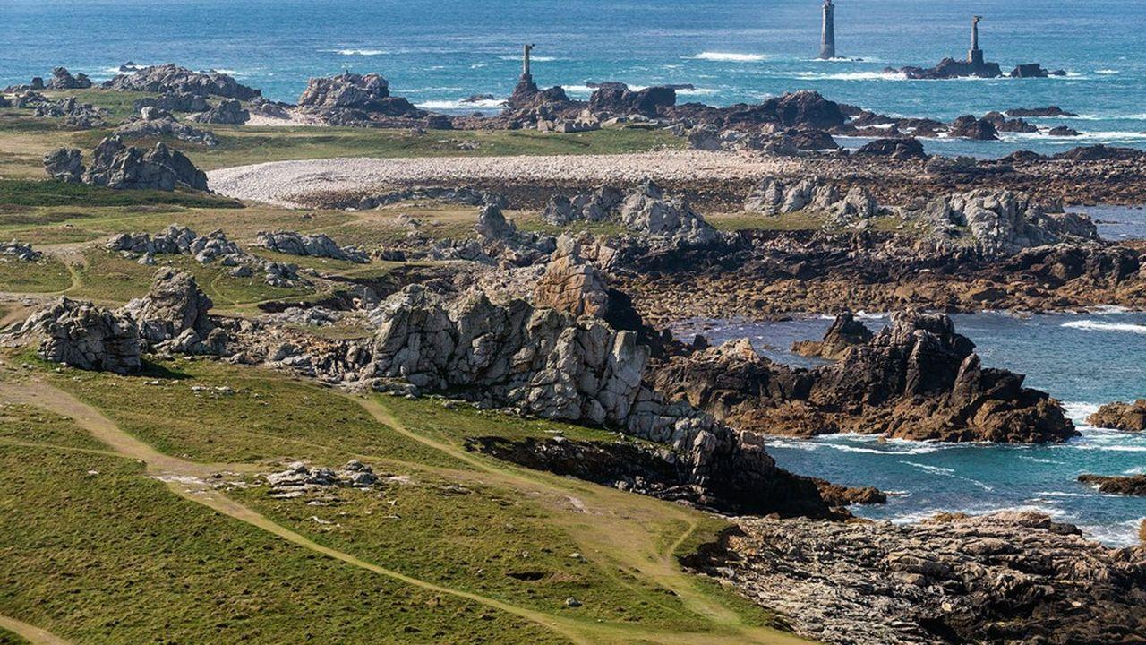Le programme Phares, d'un montant global de 25,1millions d'euros, vise à une autonomie énergétique de l'île d'Ouessant.