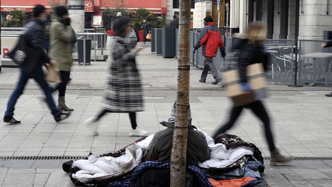 Une personne sans domicile, à Lyon.