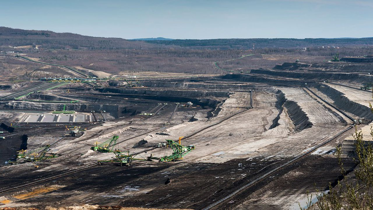 Les habitants de la région frontalière de la mine de Turow, au sud-ouest de la Pologne, se plaignent du bruit, de la poussière et de l'assèchement des cours d'eau.