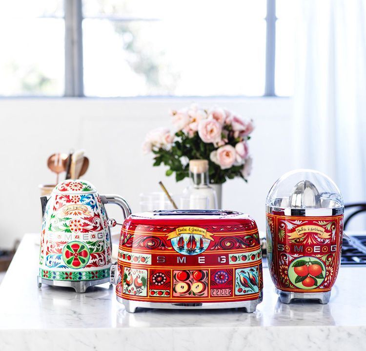 Bouilloire, grille-pain et presse-agrumes de la collaboration SMEG et Dolce & Gabbana.