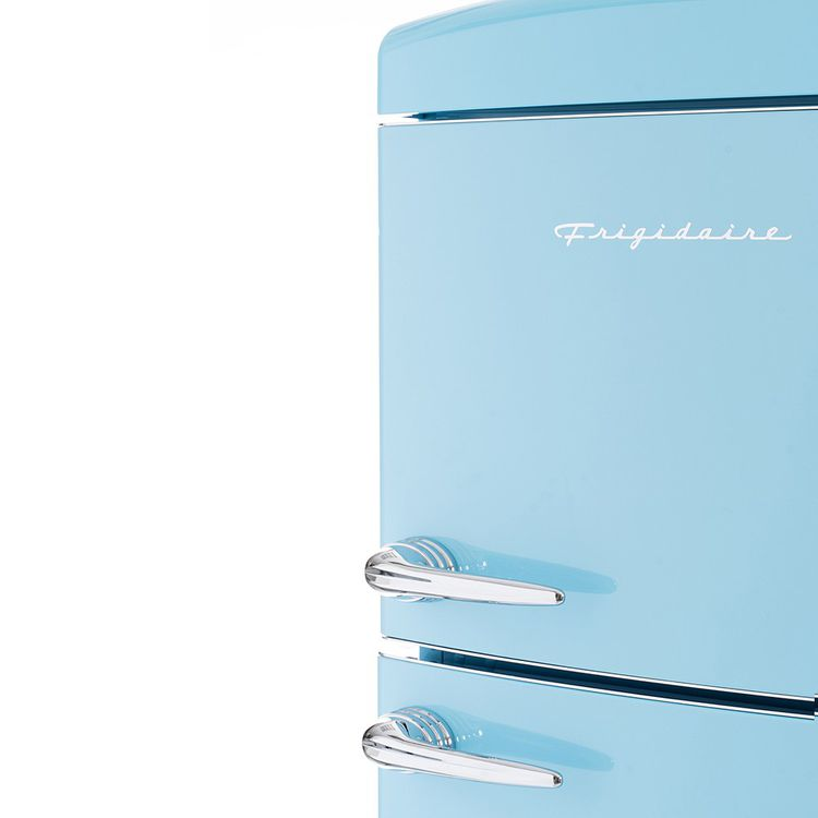 Coloris et look vintage pour ce Frigidaire de l'américain Electrolux, mais technologie du XXIe siècle à l'intérieur.