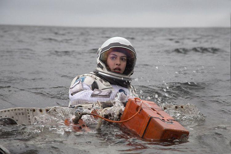 Anne Hathaway incarne Brand, la scientifique, dans « Interstellar » de Christopher Nolan