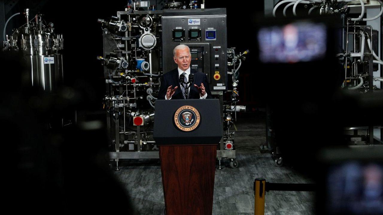 Le président américain Joe Biden a présenté sa vision de la sortie de la pandémie lors d'une visite dans une usine produisant des vaccins Pfizer à Kalamazoo, dans le Michigan.