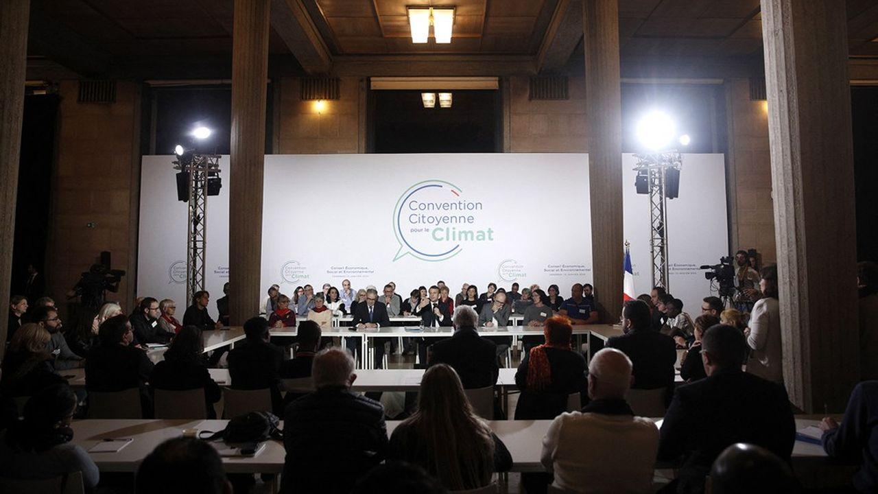 Emmanuel Macron échange avec les citoyens de la Convention pour le climat en janvier2020.