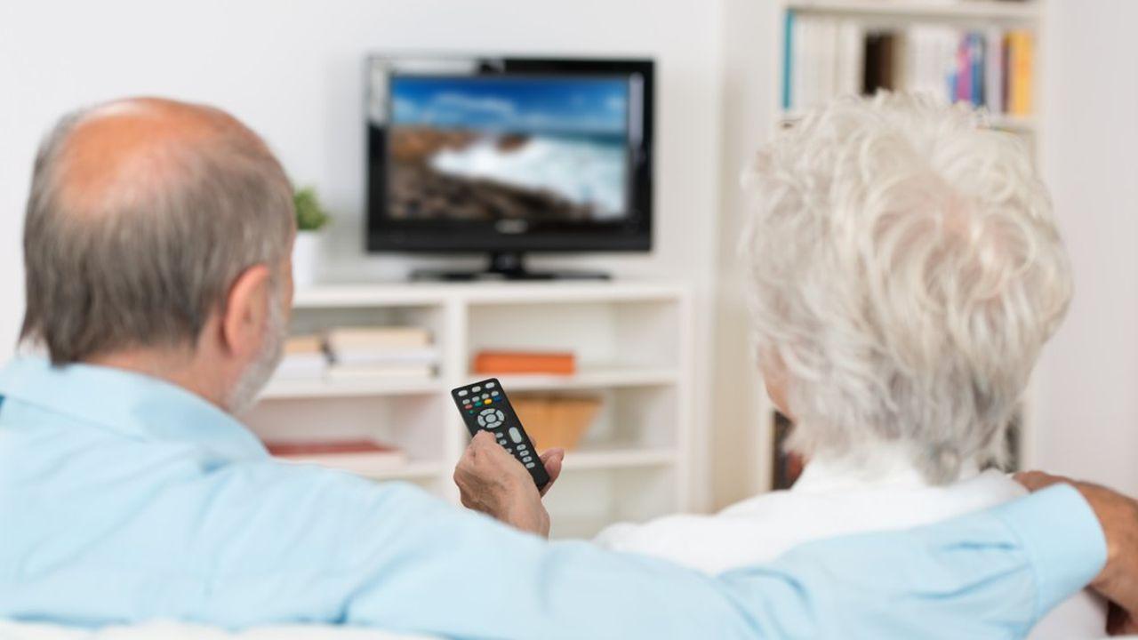Les plus de 50ans ont passé plus d'une demi-heure de plus devant le poste de télévision en2020.