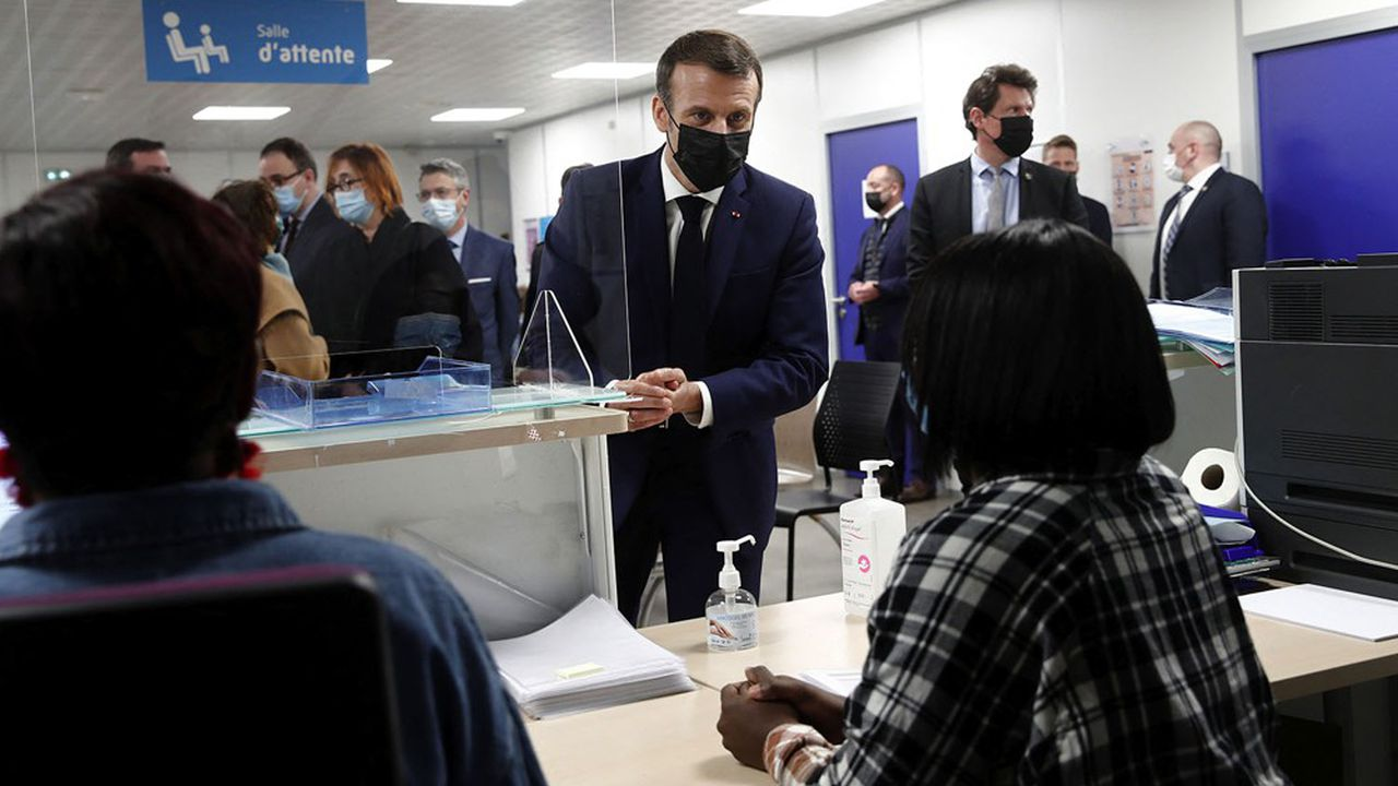 Emmanuel Macron s'est rendu ce lundi sur le site de vaccination de Seine-Saint-Denis, à Bobigny.