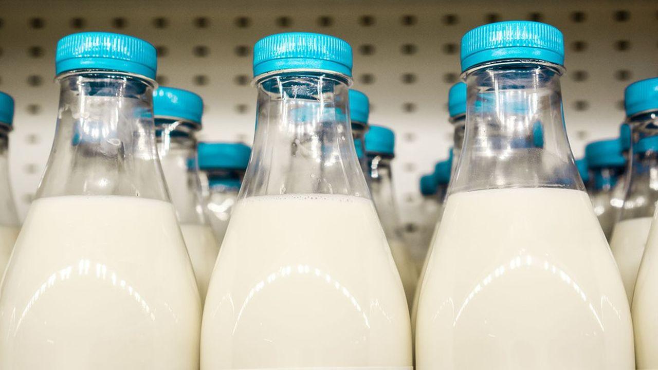 La plupart des distributeurs ont signé des accords pour revaloriser les prix d'achat du lait aux producteurs français.