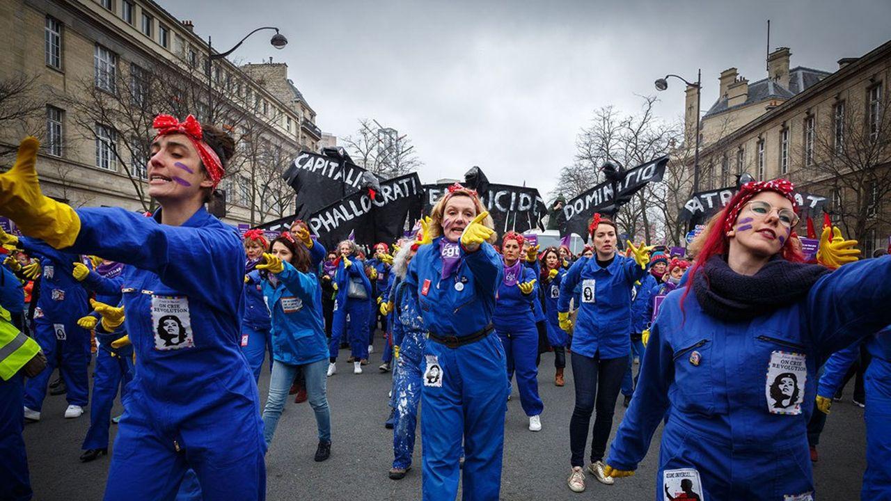 Le collectif féministe, les Rosies, lors de la Journée internationale des droits des femmes, le 8mars 2020 à Paris.