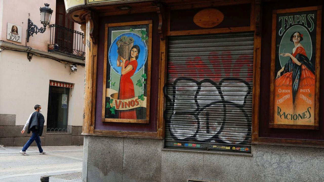 En Espagne, les commerces et hôtellerie ont subi en première ligne l'impact des couvre-feux et des limitations à la mobilité imposés par les régions pour freiner l'avancée du Covid.