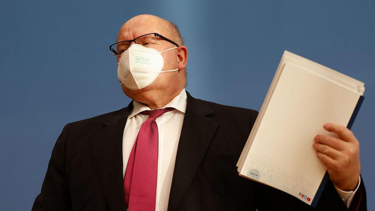 Le ministre allemand de l'Economie, Peter Altmaier, constate la fracture grandissante de l'économie allemande face aux mesures prises pour enrayer la pandémie.
