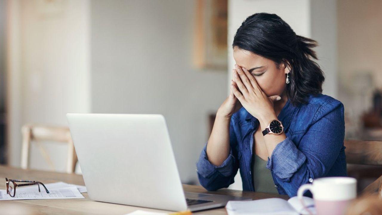 L'équilibre plus difficile à trouver entre la sphère publique et privée et le sentiment de ne pas être à la hauteur qui en découle pèsent sur la santé mentale des femmes.