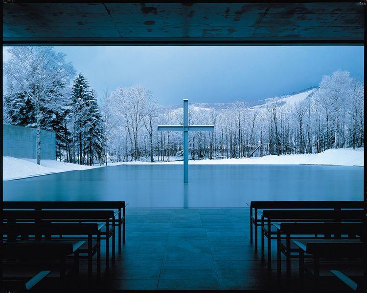 Church on the Water, à Nakatomamu sur l'île d'Hokkaido, (1988) et son plan d'eau, ouverte directement sur la nature.