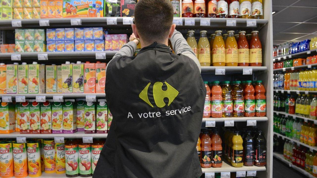 Dans les rayons d'un magasin «Carrefour City» de centre-ville. L'enseigne, premier employeur de France, a prévu de recruter 15.000 jeunes dont 50% issus des quartiers prioritaires de la ville.