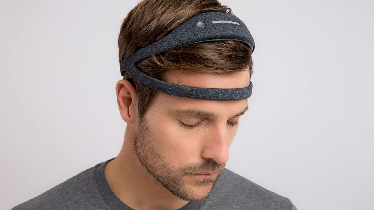 Dreem déploie désormais son bandeau permettant de capter des mesures liées à la qualité du sommeil dans des essais cliniques.