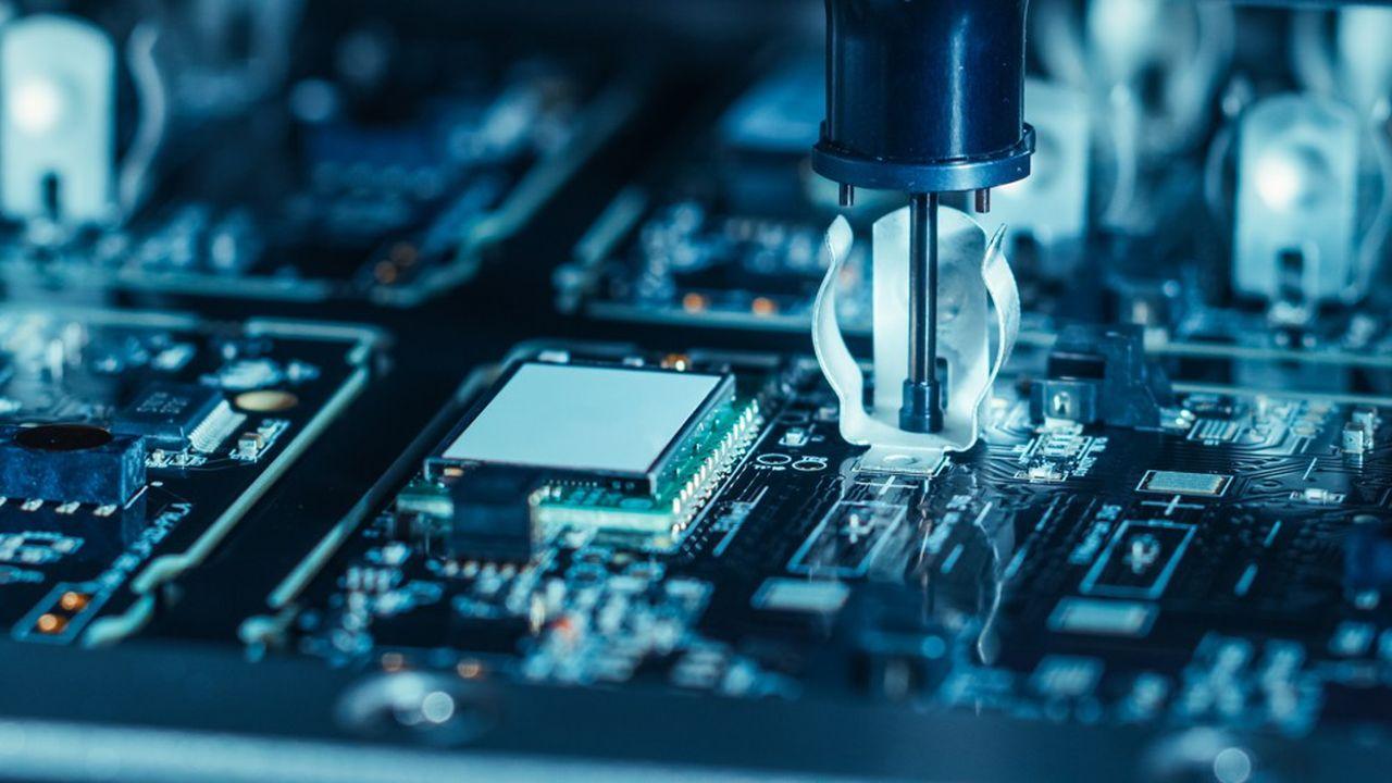 Les fabricants de semi-conducteurs investissent dans de nouvelles installations pour accroître leurs capacités de production.