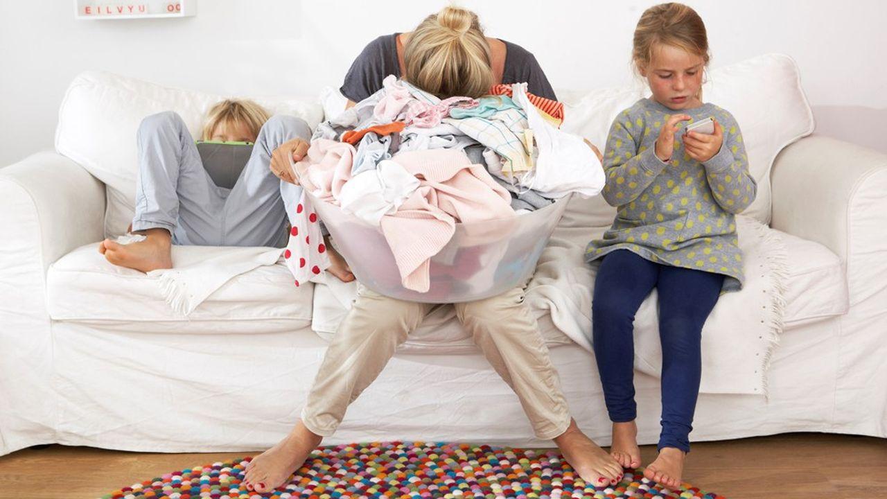 Le montant des heures de travail domestique a doublé pour les femmes pendant les confinements.