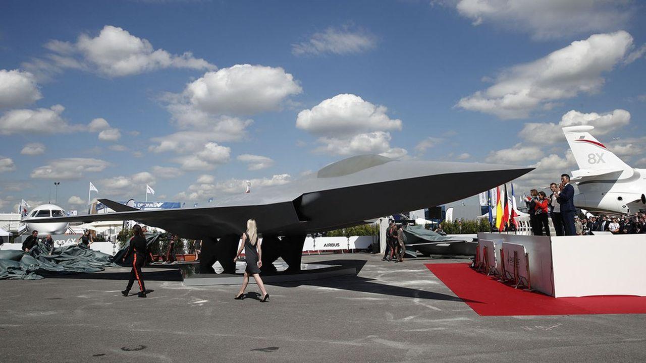 L'accord sur le SCAF a été signé par les ministres de la Défense français, espagnol et allemand à l'été 2019, au Bourget, devant une maquette symbolique du nouvel avion de combat sur le stand de Dassault.