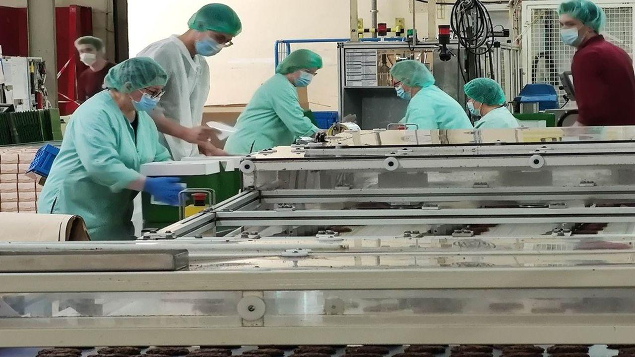 Dans les ateliers de fabrication, si des profils de métiers assez techniques, comme les pétrisseurs sont davantage tenus par des femmes, la volonté est la mixité, tout en réduisant la pénibilité des postes.